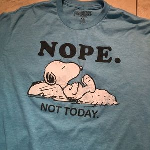Snoopy peanuts shirt size XL Charlie Brown
